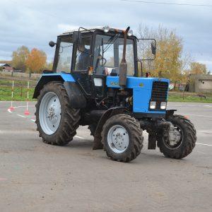 Фигурное вождение на тракторе МТЗ – 82 (автодром)